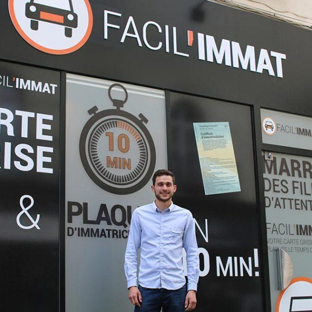 Benjamin ALLARD est le gérant de FACIL'IMMAT Angers et fait vos plaques d'immatriculation et carte grise
