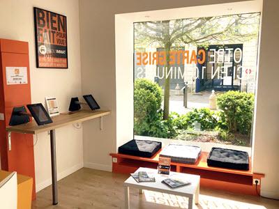 L'intérieur de notre boutique : là où nous allons refaire votre carte grise à Angers